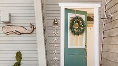 Beachy Entry   Find all the merry-and-bright holiday inspiration you need with one peek at these wintry seaside abodes.