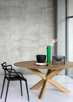 OAK CIRCLE DINING TABLE | Ethnicraft | Disponible en Manuel Lucas Muebles, Elche