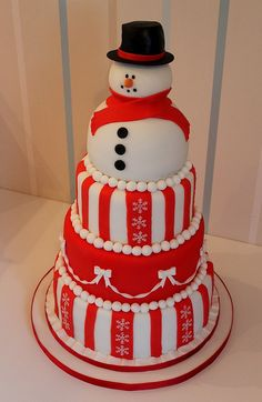 How cute is this snowman cake?? Great for Christmas! Looks really good!