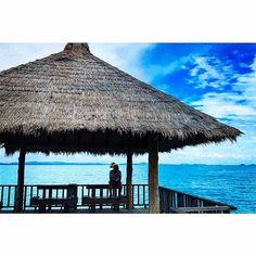 【innocencease】さんのInstagramをピンしています。 《南国は最高🌴✨ 海に行って何するの?って聞かれるけど海は何もしなくて良い場所なのである。  #samed #サメット島 #thailand #タイ #resort #リゾート #sea #ocean  #friends #smile #fine #latergram #instadaily #instagood #tbt #summer #travel #ig_japan #夏 #kohsamed #nice #海 #island #🇹🇭 #beach #ビーチ》