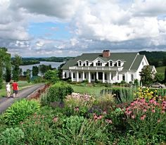 This East Tennessee bed-and-breakfast is located on 600 acres of rolling hills and offers a variety of outdoor activities | Whitestone Country Inn in Kingston, Tennessee | Southern Living Handpicked Hotels