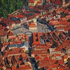Brasov city is one of the most beautifull cities in Romania. Recomanded by Kiara Yew Adventures Schloss Bran Rumanien Brasov Romania, Bucharest Romania, Montenegro, Visit Romania, Romania Travel, The Beautiful Country, Beautiful Places, World Cities, Future Travel