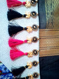 Simple pattu and silk saree kuchu design - Indian Fashion Ideas Saree Tassels Designs, Saree Kuchu Designs, Silk Saree Blouse Designs, Kurti Neck Designs, Bridal Blouse Designs, Sleeve Designs, Silk Sarees, Saree Border, Neck Pattern