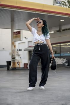 #widepants #whitecroptop #bumbag #summerstretwear Wide Pants, Bum Bag, Sporty Outfits, Summer Looks, Rocks, Photo And Video, My Style, Sports Costumes, Sport Outfits