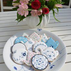 "68 Synes godt om, 5 kommentarer – Vibbe (@dreamshovel) på Instagram: ""Homemade iced cookies close up #RoyalCopenhagen #bluepalmette #ElevatingMoments #cake #cookies…"""