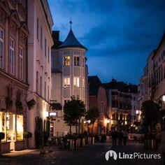 #altstadt  #linz #linzpictures #diebestenbilderderstadt #igerslinz #prost #oö #upperaustria #nofilter #norun #nosports #indiansummer #autumn #nightout #downtown #lnz #lowl #drinking #citylife #alcohol #drink