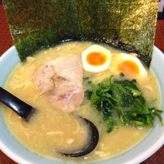 <府中 山賊>食べ飽きない。豚骨の旨味のある、とってもバランスのとれた 美味しいスープでした。近所なので定期的に足を運びそう。
