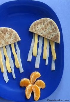 Jellyfish Lunch for Kids- might have to do this at the beach JUST to see their little faces. :-)