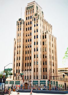 The Luhrs Tower in downtown, built in 1929. A rarity in Phoenix (art deco), and one of my favorite buildings!