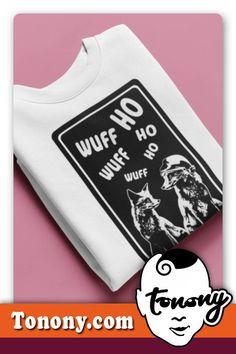 T-Shirt SANTA DOG / zwei verliebte Hunde mit Verständigungsproblemen. Das T-Shirt das sich wirklich jeder vom Weihnachtsmann wünscht. DAS SHIRT IST EIN TOLLES WEIHNACHTSGESCHENKE FÜR FRAUEN AB 40.