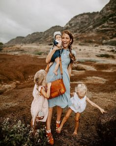 Looks like a purse, acts like a camera bag. 😍 We are loving this shot from our friend Sena Nelson + her littles!// the Scout Family Portraits, Family Photos, Senior Portraits, Selfie Foto, Camera Purse, Camera Bags, Career Inspiration, Career Ideas, Family Pictures