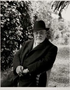 Portrait of Henri Matisse by Willy Maywald  Source elogedelart.canalblog.com