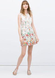 Los 11 vestidos de flores que tu armario está pidiendo a gritos