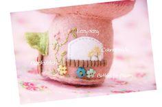 {d.i.y tutorial} Felt Fairy Mushroom house Pincushion project http://red-brolly.com/2015/06/fairy-mushroom-pincushion/