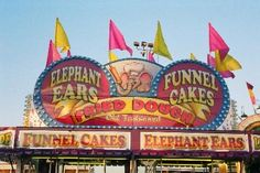 BEST thing to eat at the fair. Elephant ears with fruit topping and powdered sugar Carnival Food, Carnival Rides, Carnival Themes, Circus Theme, Halloween Carnival, Fair Rides, Neon Moon, Crazy Day, Fun Fair