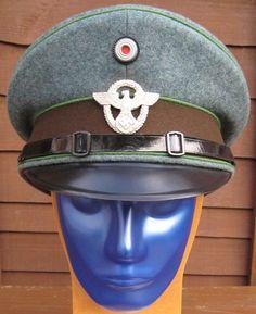 28/LXI Militaria UK –  WW2 Deutsche (German)Reich Protection Police (Schutzpolizei des Reiches) Schirmmütze / Peak Cap.