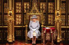 George Vi, Vanity Fair, Prince Philip Death, Imperial State Crown, Reine Victoria, Prince Charles And Camilla, Isabel Ii, Royal Life, Elisabeth