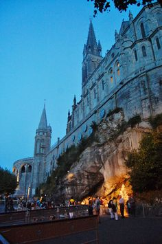 Cathedral and Virgin Mary Cave lighting, in Lourdes, Hautes-Pyrénées Lourdes Grotto, Lourdes France, Our Lady Of Lourdes, Roman Catholic, Catholic Churches, Voyage Europe, Visit France, Religion, Places Of Interest