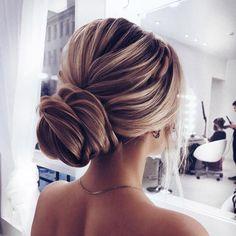 Elegant updo wedding hairstyle ,chignon hairstyle #promhairstyle #weddinghairstyle #updo #weddinghairstyles