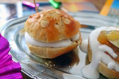 Linssinööri: Eksoottista laskiaista! Herkkupullat kookos-appels... Hamburger, Vegan Recipes, Bread, Food, Vegane Rezepte, Brot, Essen, Baking, Burgers