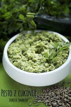 Pesto z cukinii Pesto, How To Dry Basil, Beans, Food And Drink, Healthy Eating, Vegetarian, Healthy Recipes, Vegetables, Eating Healthy