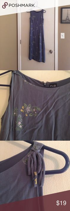 GAP blue floral dress size 0 In good condition GAP blue floral dress size 0. Dress is a bit wrinkled from storage - nothing a good steam won't fix! Sku 739 GAP Dresses