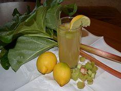 Rebarborová limonáda je pro všechny, co mají rádi kyselejší nápoje. Rebarbora je známá svými blahodárnými účinky, krásně pročistí organismus, má vliv ... Celery, Lime, Vegetables, Fruit, Food, Lemon, Limes, Essen, Vegetable Recipes