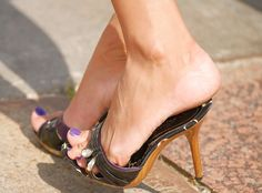 Znalezione obrazy dla zapytania nylon feet wooden mule