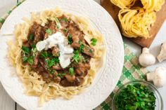 Preparation 25 minutes Cooking 45 minutes Servings 4 to 6 Ingredients 1 ½ lb g) beef sirloin, cut into strips 2 tbsp ml) oil 2 onions, thinly sliced 3 garlic cloves, chopped 1 lb g) … Donut Recipes, Pasta Recipes, Beef Recipes, Beef Stew Meat, Beef Sirloin, Best Comfort Food, Egg Noodles, Creamed Mushrooms, No Cook Meals