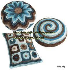 I love the flower pillow - Gourmet Crochet pattern Crochet Diy, Crochet Home, Love Crochet, Crochet Crafts, Yarn Crafts, Crochet Projects, Crochet Cushions, Crochet Pillow, Knitting Patterns