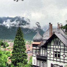 An einem #regentag #unterwegs #garmisch #partenkirchen #kramer #bayern #bavaria #oberbayern #haus #wolken #whereilive #berge #mountains #nature #nature_lovers #Padgram