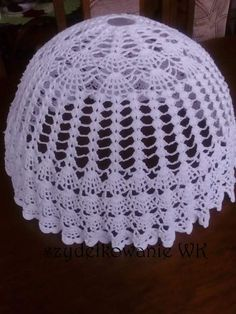 Lampe Crochet, Crochet Doily Rug, Knit Crochet, Lamp Cover, Fabric Crafts, Crochet Projects, Diy And Crafts, Weaving, Charms