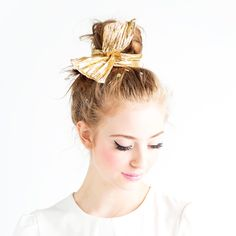 twist scarf - metallic gold. GLAMOUR HAS NEVER BEEN SO VERSATILE! WITH A QUICK TWIST, THIS WIRED CHIFFON, COTTON OR LAMÉ SCARF CAN BE WORN TIED IN A BOW, WRAPPED IN A ROSETTE, IN YOUR HAIR, AROUND YOUR NECK, AS A BRACELET...SERIOUSLY,
