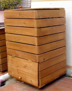 Pallet Furniture, Vintage Furniture, Outdoor Furniture, Outdoor Decor, Garden Projects, Wood Projects, Garden Tools, Red Wiggler Worms, Compost Container