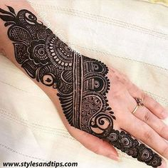 We have Arabic new mehndi designs plane for you. The simple Arabian mehndi design is for beginners. Henna Hand Designs, Mehndi Designs Finger, Basic Mehndi Designs, Mehndi Designs Feet, Latest Bridal Mehndi Designs, Mehndi Designs For Beginners, Mehndi Design Pictures, Mehndi Designs For Girls, Wedding Mehndi Designs