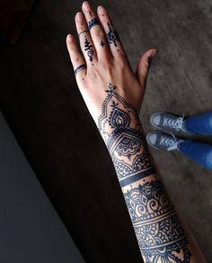 #Henna #neha_mehandi #temporäres_Tattoo #temporary_tattoo #selfmade #henna_by_rinkitoku #arm #hand #blaue_Farbe #blue_colour #Jaguagel
