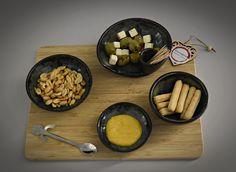 Set van 4 unieke handgedraaide tapas kommetjes (1 kommetje met tandenstoker houder) / schaaltjes / aperitief set / keramiek - steengoed Tapas, Oven, Cheese, Kitchen, Food, Cooking, Kitchens, Essen, Ovens