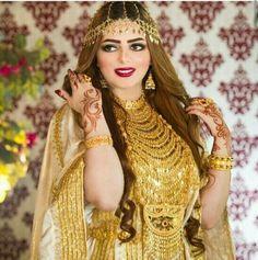 Sale On Gold Jewellery Arab Fashion, Fashion Mask, Indian Fashion, Kaftan, Arabic Dress, Egyptian Women, Arab Women, Vetement Fashion, Fashion Week 2015