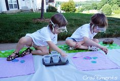 Applying drops of acids and bases to red cabbage acid-base indicator fabric Best Summer Camps, Summer Fun, Picnic Blanket, Outdoor Blanket, Acid Base, Red Cabbage, Fabric Painting, Beautiful Paintings, Fun Projects