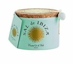 """Sal de Ibiza - Fleur de Sel  SAL de IBIZA 'produceert' een lijn van prachtige zout producten, allemaal gemaakt van 100% zeezout van de hoogst mogelijke kwaliteit. SAL de IBIZA wordt uitsluitend met de hand geoogst in het natuurgebied """"Parc Natural de ses Salines d'Eivissa""""."""