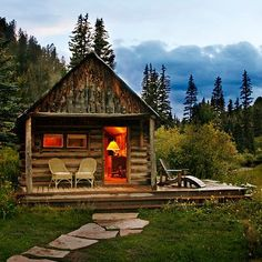 Little Cabin House .our guest house could look like this ! Tiny Cabins, Cabins And Cottages, Log Cabins, Little Cabin, Little Houses, Tiny Houses, Cabin In The Woods, Log Cabin Homes, Cozy Cabin