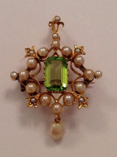 Fine Attractive Victorian 15ct Gold Natural Peridot & Seed Pearl Set Pendant