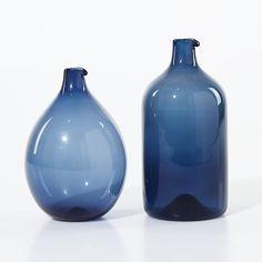 "TIMO SARPANEVA - ""Bird Bottle"" carafes for Iittala 1957, Finland. [h. 16-19 cm] Glass Design, Design Art, Kosta Boda, Scandinavian, Smartphone, Sculpture, Jars, Bottles, Nostalgia"