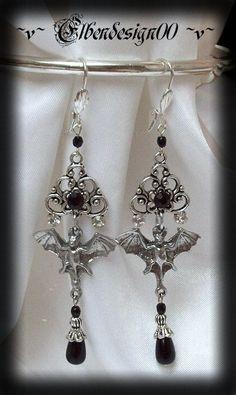 Black bat earrings €14.90