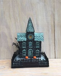 A blog about making cardboard houses, putz houses, glitter houses, Village houses, and various paper crafts.