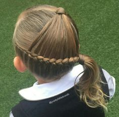 Thought this was a cute style for school. A side arrowhead! Im confident to say the arrowhead braid originated with ❤️ Thanks to all those entering my competition. Love checking out all the amazing talent. Cute Girls Hairstyles, Princess Hairstyles, Pretty Hairstyles, Braided Hairstyles, Girl Hair Dos, Baby Girl Hair, Peinado Updo, Competition Hair, Medium Hair Styles
