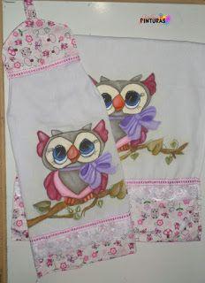 Olá meninas! Mais um bate mão com toalha pintada á mão e decorando com tecido, bordado inglês e falso passa fita todos da Circulo. Espe...