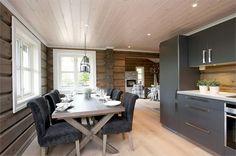 Maris interiør: Hytteinspirasjon til fjells... Kitchen Island, Cottage, Rustic, Furniture, Cabins, Home Decor, Summer, Island Kitchen, Country Primitive