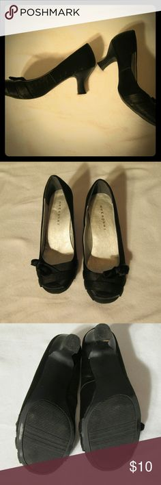 Metaphor black heels sz 6 Metaphor black heels sz 6. Very cute shoes with a little heel and bow on the side of shoe. They dont look to be worn much. Metaphor Shoes Heels