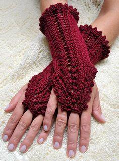 Knitting pattern 'Phoebe' – arm warmers with lace pattern - Stricken Baby Sachen Crochet Diy, Crochet Crafts, Crochet Projects, Crochet Gloves Pattern, Knitted Gloves, Fingerless Gloves, Loom Knitting, Knitting Patterns, Crochet Patterns